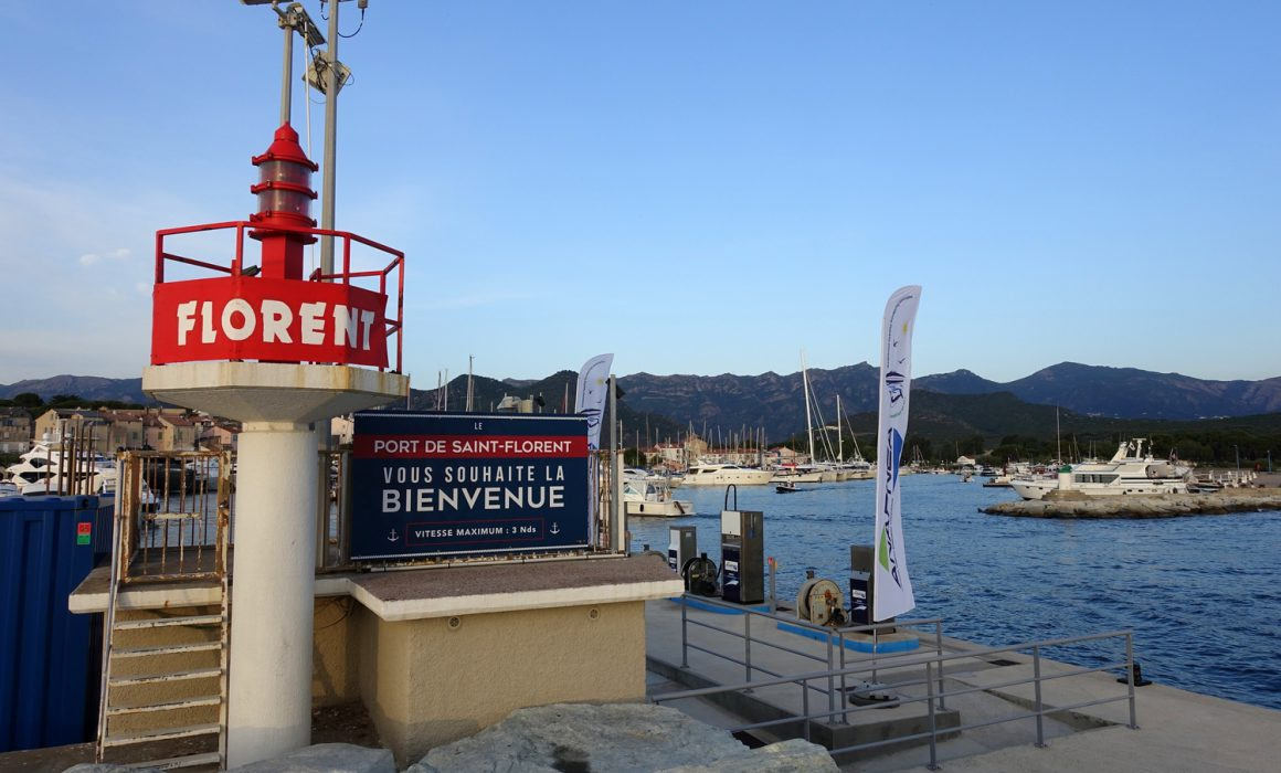 le port de Saint-Florent vous souhaite la bienvenue